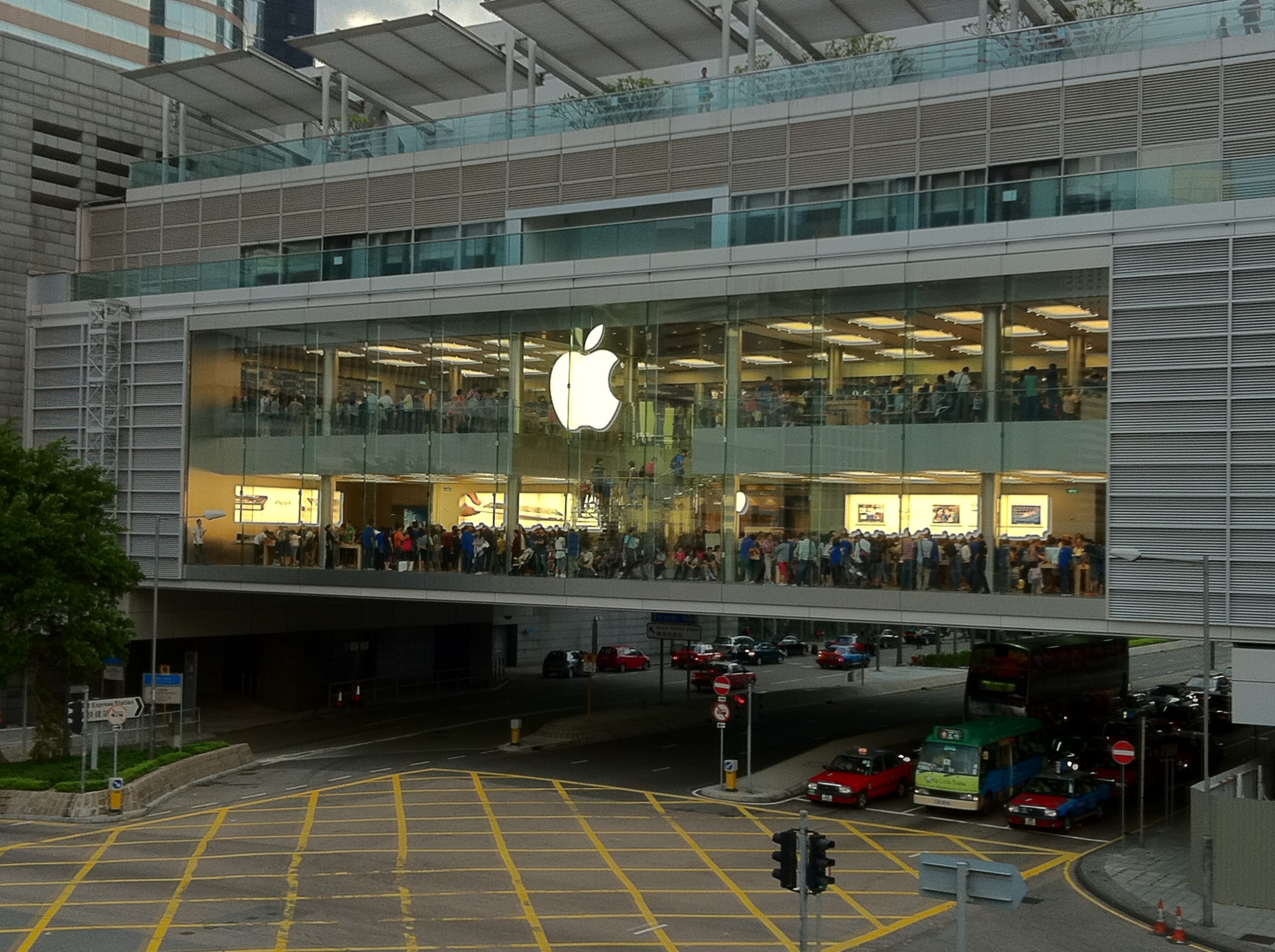 HK Apple Store Opened Exterior scaled